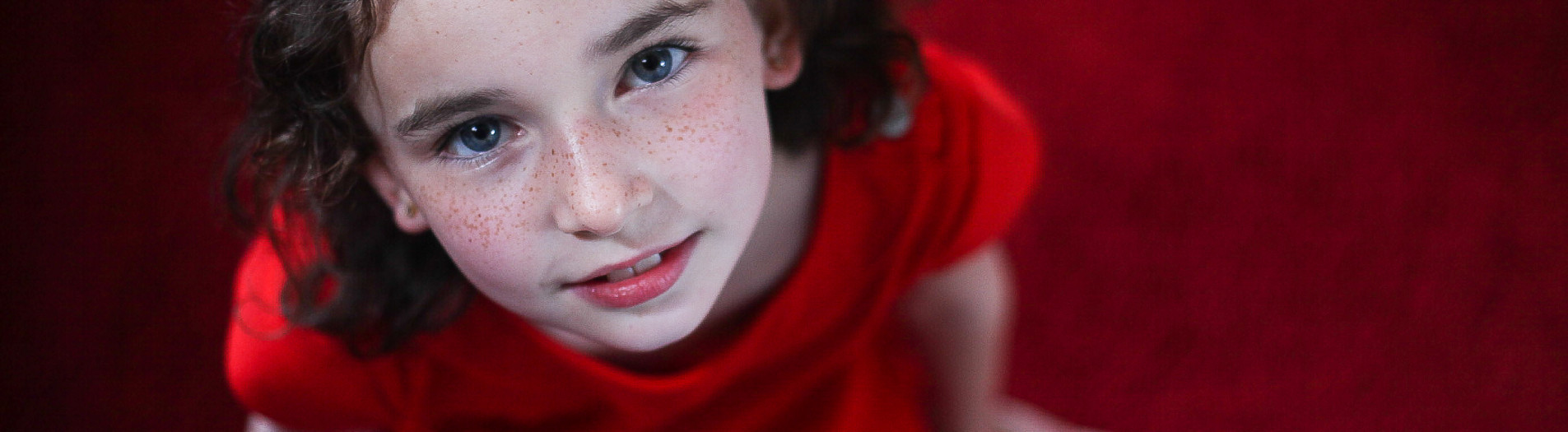 Lady in red | Kids portrait at home and location.