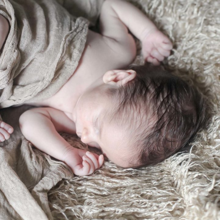 Lifestyle portrait in the comfort of your own home | Newborn Photography